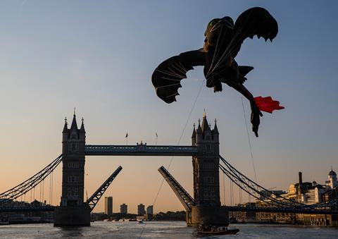 Toothless at Tower Bridge