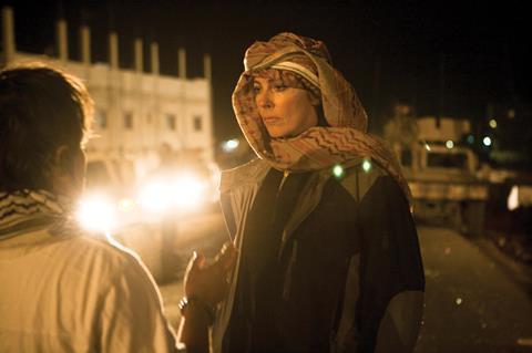 Kathryn_Bigelow_on_The_Hurt_Locker_set.jpg