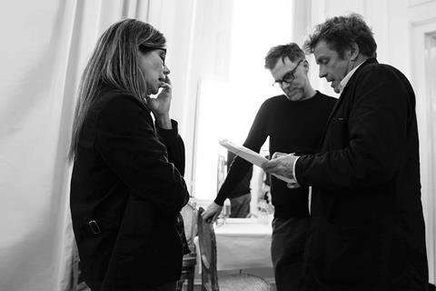 jo anne sellar paul thomas anderson and adam somner first ad on the set of phantom thread credit mike bauman